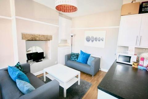 4 bedroom house share to rent - Knowle Place, Burley, Leeds