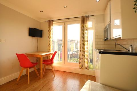 1 bedroom flat to rent - St Andrew's Road, Acton