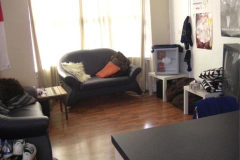 3 bedroom house share - Beechwood Row, Burley, Leeds LS4 2LY
