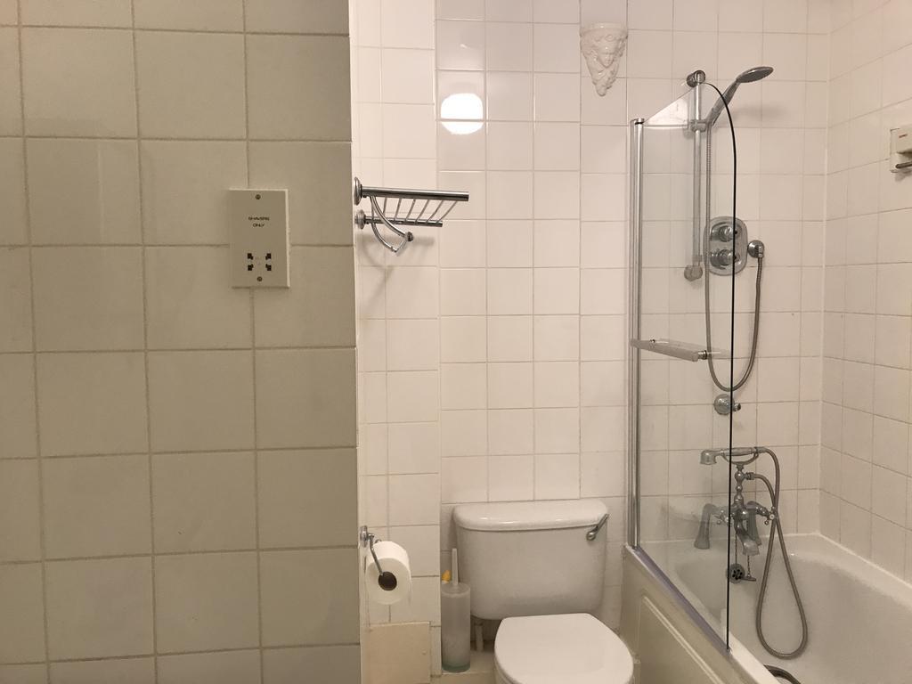 Bellina Mews, Kentish Town, London NW332 32 bed apartment   £32,32 ...