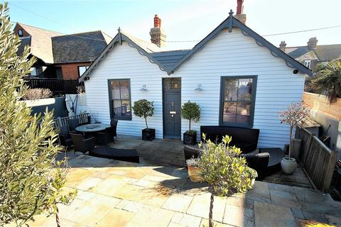 3 bedroom detached house for sale - Marine Terrace