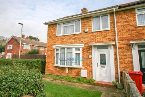 3 bedroom property to rent - Bassett Way, Slough