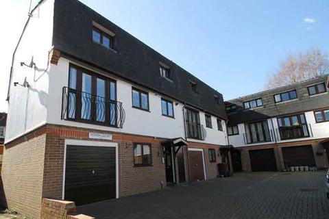 3 bedroom terraced house to rent - Niven Court, Sunninghill Road, Sunninghill SL5