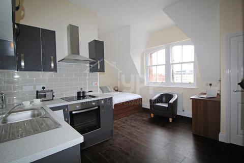 Studio to rent - Fairbairn Residences, 12 Clarendon Road, Leeds, LS2