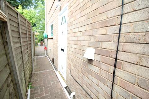 Studio to rent - Ravenswood Drive South, Solihull