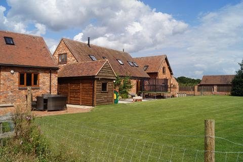 3 bedroom barn conversion to rent - Bills Lane, Shirley