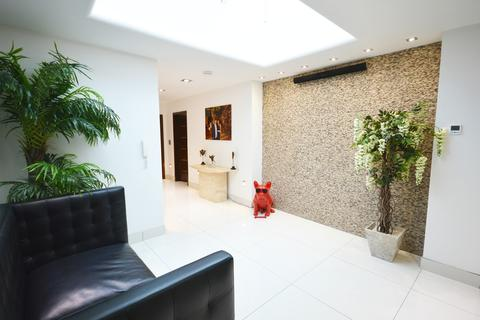 2 bedroom penthouse for sale - Coppice Close, Dove House Lane, Solihull