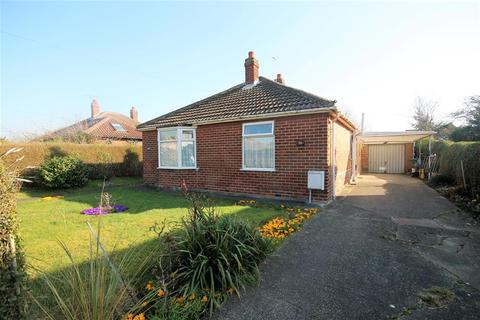 2 bedroom detached bungalow for sale - 30 Sefton Avenue, York, YO31 9LR