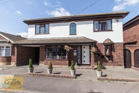 4 bedroom detached house for sale - Church Parade, Canvey Island, Essex, SS8