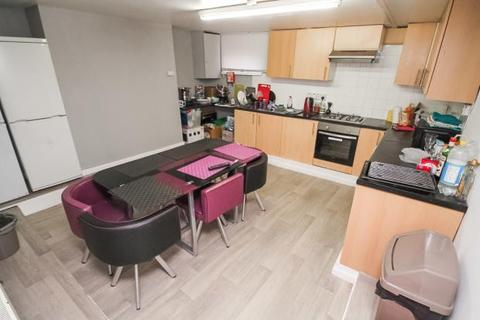 6 bedroom terraced house to rent -  Lucas Place,  Leeds, LS6