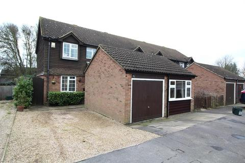 3 bedroom end of terrace house for sale - Petrebrook, Chelmsford, Essex, CM2