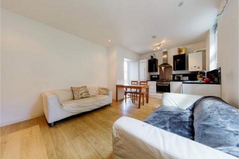 3 bedroom flat - Coldharbour Lane