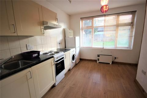 Studio to rent - Bowes Road, Palmers Green, London, N13