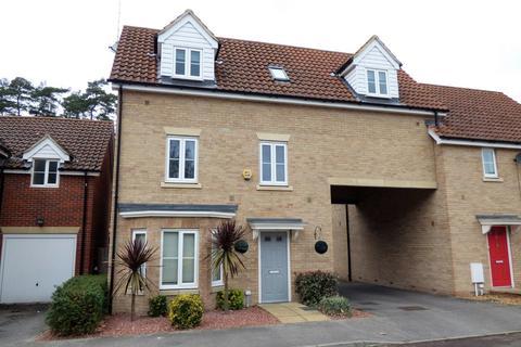 4 bedroom link detached house for sale - Heathland Way, Mildenhall