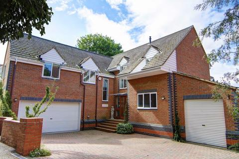 5 bedroom detached house to rent - Thames-side Treasure