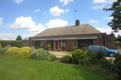 4 bedroom detached bungalow to rent - Lynn Road, Weeting
