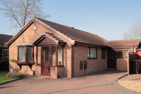 2 bedroom detached bungalow for sale - Linhope Close, Heaton Mersey
