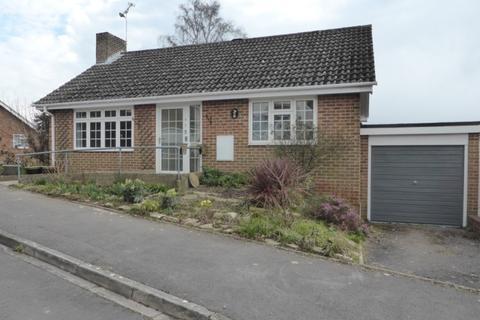 2 bedroom detached bungalow to rent - Hornbeam Way, Wimborne