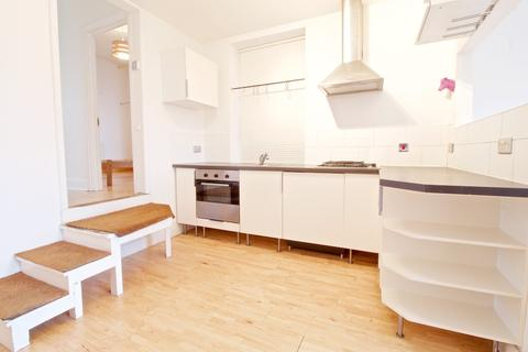2 bedroom flat to rent - High Street, Hornsey, London N8