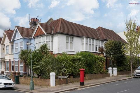 2 bedroom flat - Lyndhurst Road, Hove BN3 6FB