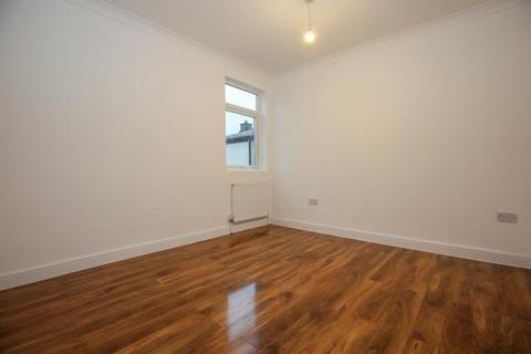 Property to rent - 104 Burlington Road, KT3 4NT
