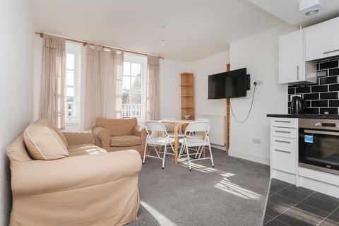 3 bedroom flat to rent - South Bridge, Edinburgh, EH1 1HN