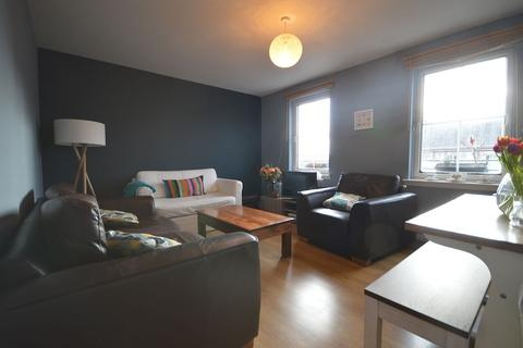 2 bedroom flat to rent - South Fort Street, Edinburgh        Available 2nd September