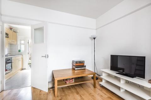 2 bedroom cottage to rent - Lessingham Avenue London SW17