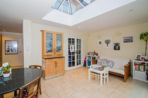 4 bedroom property to rent - Temple Sheen Road, East Sheen