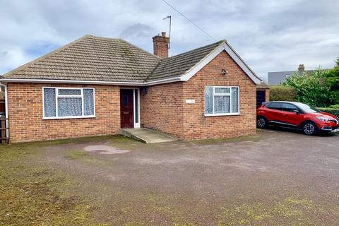 2 bedroom detached bungalow for sale - Oakapple Lane, Barming
