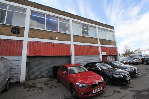 Industrial unit to rent - Neville Road, Croydon