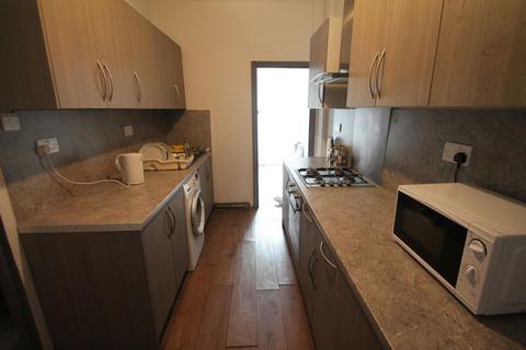 7 bedroom terraced house to rent - Vicarage Road, Birmingham, B14
