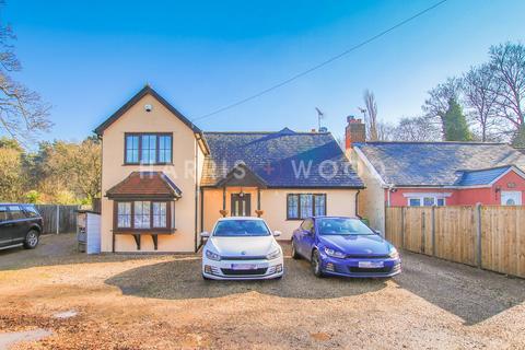 4 bedroom detached house for sale - Bounstead Road, Blackheath, Colchester, CO2