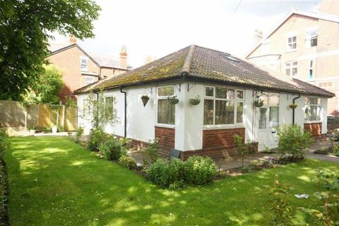 5 bedroom detached bungalow for sale - Kingsbrook Road, Whalley Range, Manchester, M16