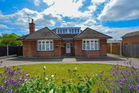 4 bedroom detached bungalow for sale - Rochester Road, Aylesford