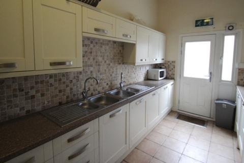 8 bedroom terraced house to rent - Burley Road, Hyde Park, Leeds
