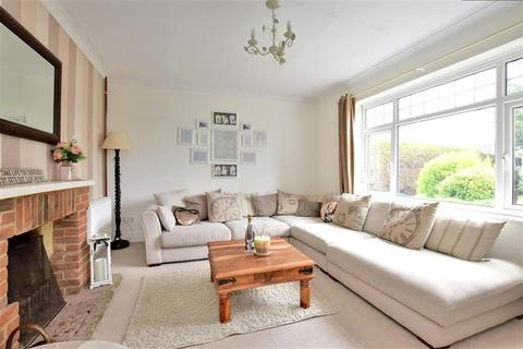 4 bedroom bungalow for sale - Headcorn Road, Grafty Green, Maidstone, Kent