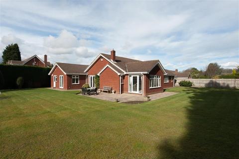 4 bedroom detached bungalow for sale - Barns Croft, Little Aston