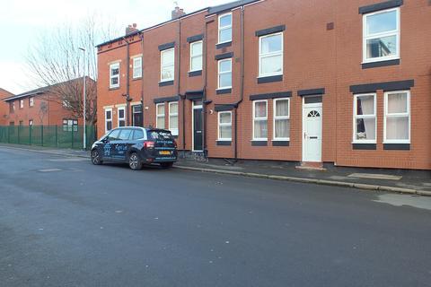 3 bedroom terraced house to rent - Glencoe View, Leeds, West Yorkshire, LS9