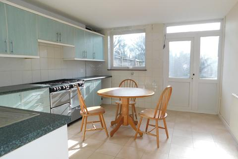3 bedroom townhouse for sale - Rowntree Path, Thamesmead, London SE28