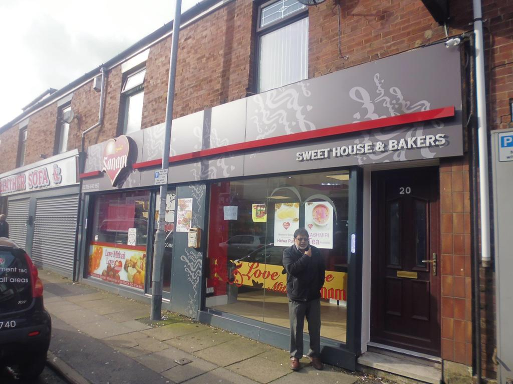 Tweedale Street, Rochdale, OL11 Property to rent - £900 pcm (£208 pw)