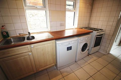 1 bedroom flat to rent - GARDEN FLAT LOCATED 5-10 MINS WALK TO READING CENTRAL STATION AND 2 MINS TO WEST STATION