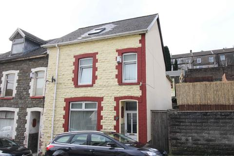 4 bedroom end of terrace house for sale - Ferndale Road, Tylorstown, CF43 3HB