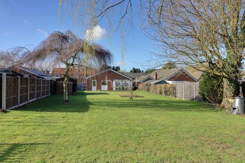 3 bedroom bungalow for sale - Abbey Close, Wendling