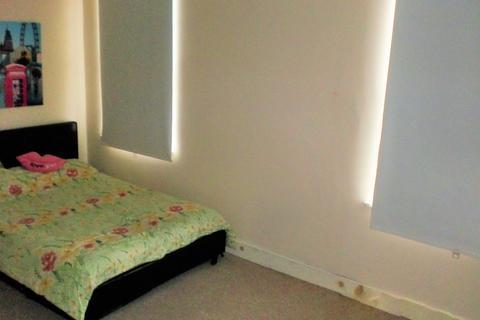 2 bedroom terraced house to rent - Autumn Avenue, Hyde Park, Leeds LS6