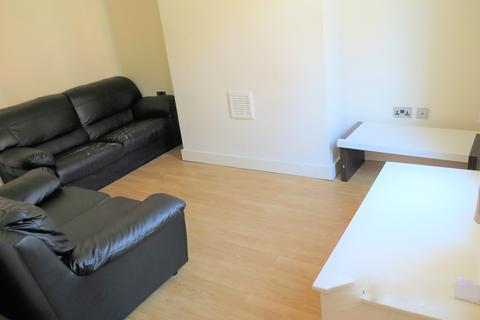 2 bedroom terraced house to rent - Harold Mount, Hyde Park, Leeds LS6