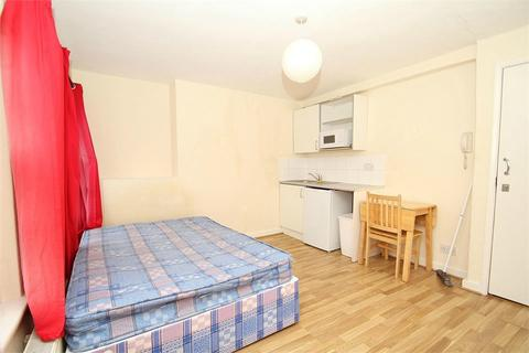 Studio to rent - New Parade, High Street, Yiewsley, West Drayton, Middlesex