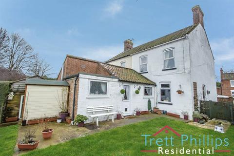 3 bedroom semi-detached house for sale - Cromer Road, North Walsham