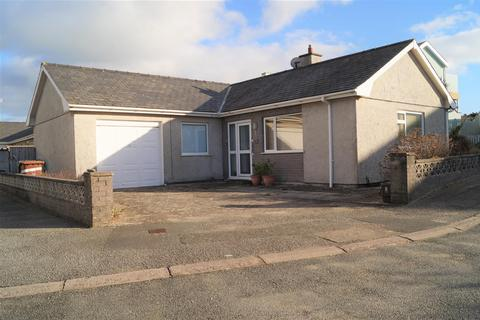 2 bedroom detached bungalow for sale - Innes Estate, Pwllheli