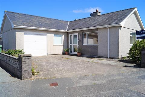 2 bedroom detached bungalow for sale - Innes Estate, Pwllheli